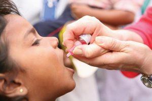 Щеплення дітей від поліомієліту