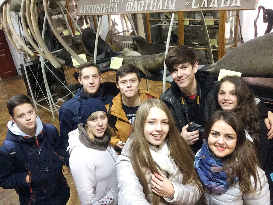 Учнівське самоврядування разом із педагогами-організаторами Рибахою І.П. та Ясіновською Х.Ф